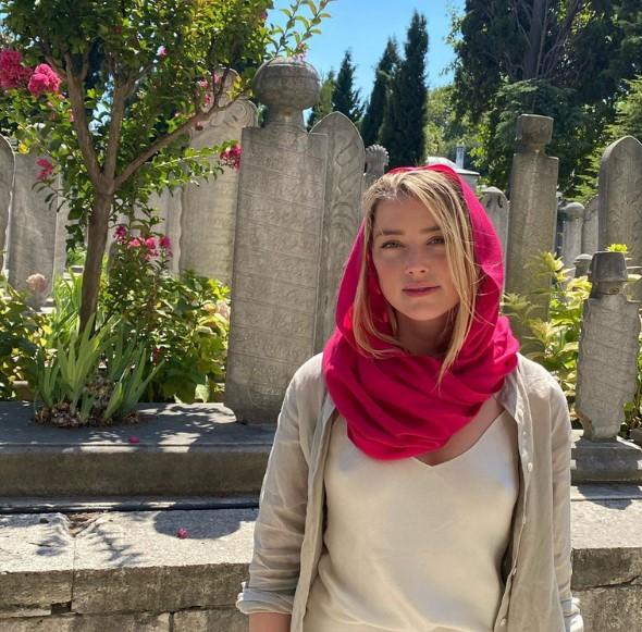 Amber Heard Istanbul Blauen Moschee Instagram