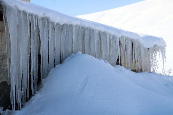 Meterlange Eiszapfen Türkei