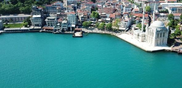 Farbenspiele im Bosporus